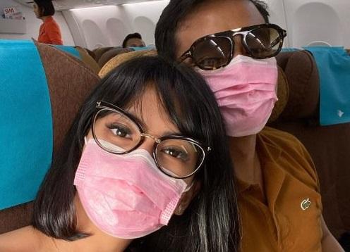 Vanessa Angel dan suami tercinta bermasker dan berkacamata untuk hindari penularan virus Corona.