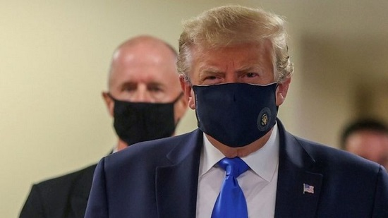 Presiden Donald Trump Bermasker