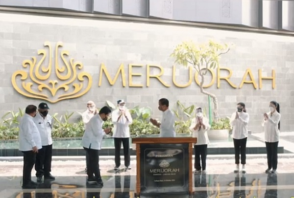 Presiden Joko Widodo didampingi Menteri BUMN Erick Tohir meresmikan hotel bintang lima Meruorah Komodo Labuan Bajo